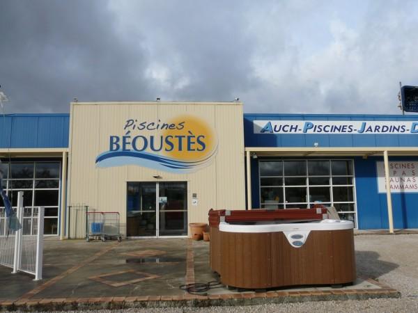 Freecom Auch réalise une nouvelle enseigne à Preignan pour les piscines Béoustes