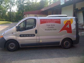 FreeCom réalise la création et le marquage de vehicule de livraison pour les produits d'Augusta à Mirande